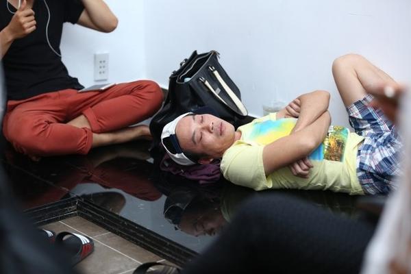 1. Giam khao Hoai Linh lo ve met moi trong hau truong (3)