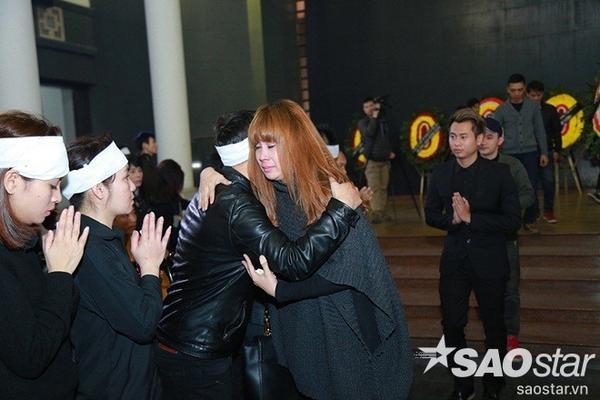 Nhạc sĩ Quốc Trung và Lưu Thiên Hương khóc đến sưng cả mắt.