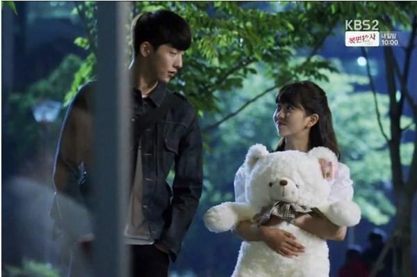 Han Yi An tặng cho Lee Eun Bi một em gấu bông cực bự. Sau này Eun Bi thường ôm nó đi ngủ mỗi buổi tối.