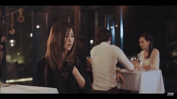 Hương Tràm đóng vai trò 'kể chuyện' trong MV của chính mình.