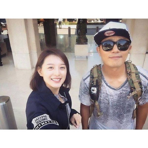 Bức hình selfie gần đây của Kim Ji Won và diễn viên Jin Goo (vai Seo Dae Young) mừng ngày công chiếu