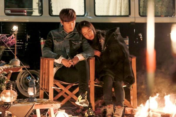 """""""Kim Tan bất ngờ xuất hiện khi Eun Sang cảm thấy cô đơn và mang đến cho cô một buổi tốt vô cùng ấm áp bên ánh lửa"""""""