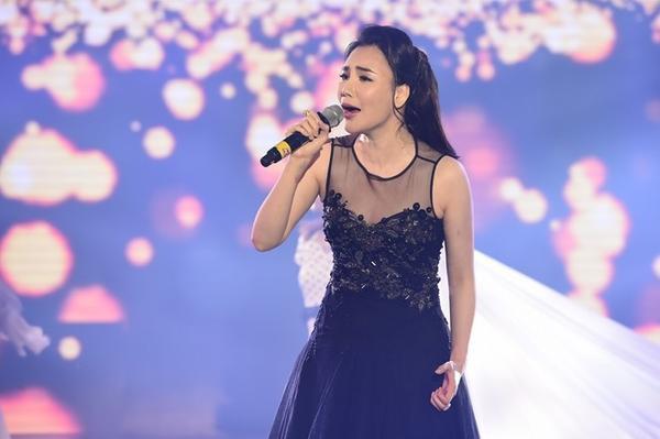 Hồ Quỳnh Hương ghi điểm với vẻ ngoài xinh đẹp trong chương trình Thay lời lời muối nói tháng 1 với chủ đề Hẹn hò.