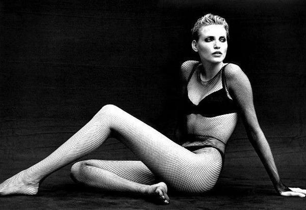 """Thục Nghi được cho là đã phá vỡ kỷ lục Guinness của diễn viên kiêm người mẫu ĐứcNadja Auermann. Năm 1990, Nadja Auermann đã ghi tên mình vào sách kỷ lục thế giới Guinness nhờ đôi chân dài 1,08m trong khi cô chỉ cao1,71m. Cô bé cũng """"vượt mặt""""siêu mẫu Thanh Hằng, người từng giữ kỷ lục chân dài củalàng mẫu Việt với chiều dài 1,12m."""