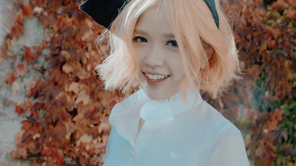 Cô bạn với mái tóc màu đào này đang chuẩn bị ra mắt sản phẩm mới mang tên Em đã biết.