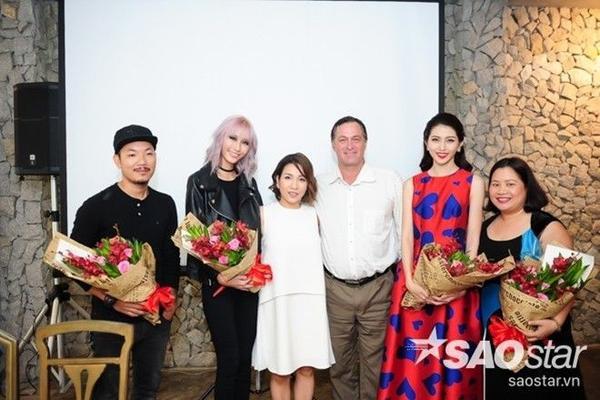 Ca sĩ Mỹ Linh cùng e-kip của dự án âm nhạc mới.