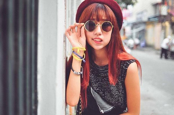 Ngoài tông màu nâu ra thì tông màu hơi ngả đỏ cũng rất hợp với những bạn nữ tóc dài.