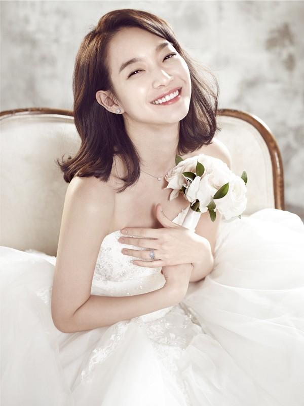 Người đẹp Bạn gái tôi là hồ ly 9 đuôi Shin Min Ah được nhiều đồng nghiệp nam ngưỡng mộ, trong đó có Song Joong Ki.