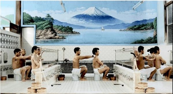 Mọi người không phân biệt tuổi tác đều có thể đến phòng tắm công cộng và thư giãn. (ảnh: jpninfo)