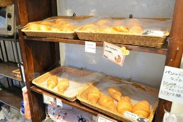 Đến cả những loại bánh được bán tại đây đều từ trong phim mà ra.