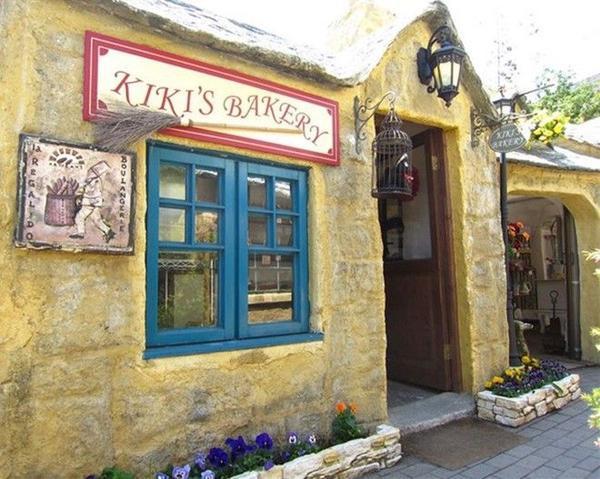 Tiệm bánh nằm trong làng hoa Yufuin với lối kiến trúc khiến du khách liên tưởng đến những ngôi làng cổ xưa tại Châu Âu.