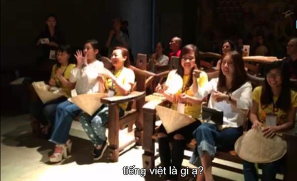T-ara liên tục khen ngợi áo dài Việt Nam quá đẹp.
