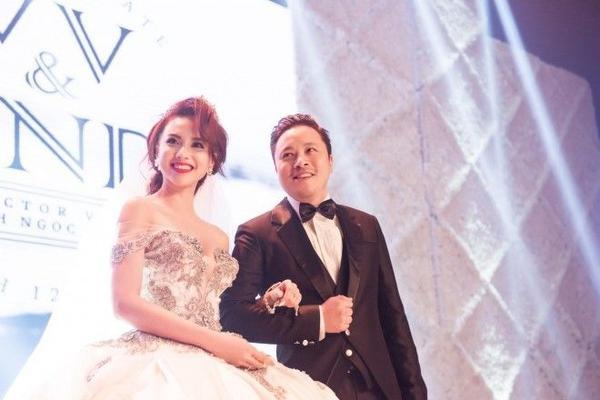 Nụ cười đong đầy hạnh phúc của cô dâu và chú rể.