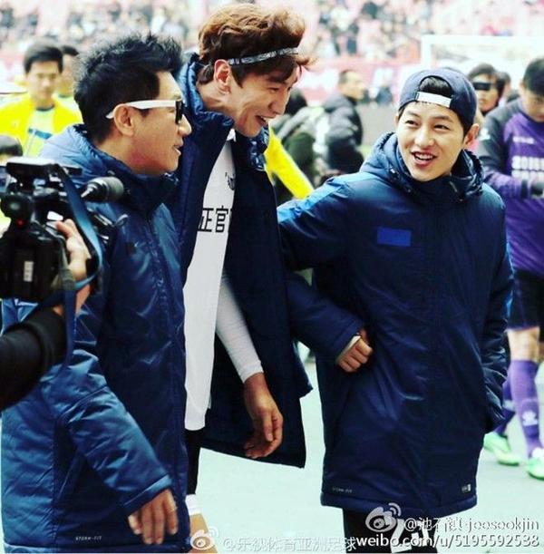 Rủ nhau tham gia các hoạt động xã hội cùng các thành viên Running Man dù Joong Ki đã rời khỏi chương trình từ lâu.