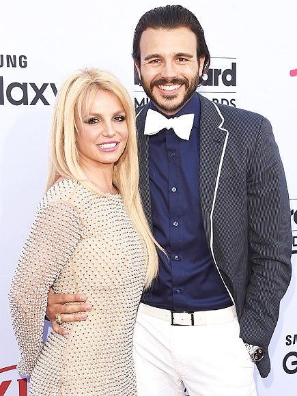 Britney và bạn trai Charlie khi chưa chia tay.