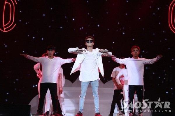 """Soobin Hoàng Sơn mang hit """"Riêng mình ta"""" của đồng đội Rhymastic để tranh tài trong đêm bán kết."""