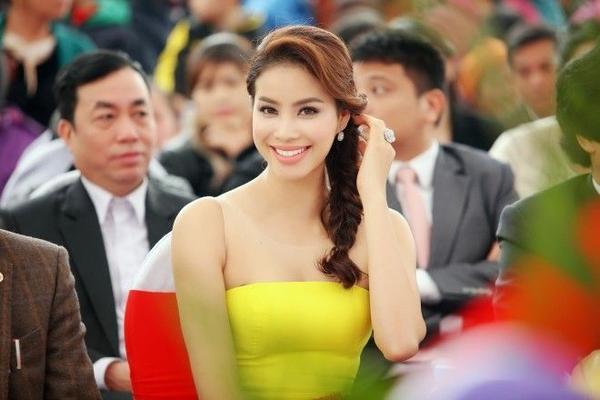 au khi đăng quang Hoa hậu hoàn vũ Việt Nam, Phạm Hương nhận được nhiều lời mời tham gia dự event, đóng quảng cáo và chụp hình.