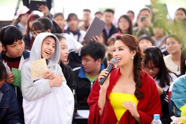 Phạm Hương nói rằng, cô mong muốn sẽ là cầu nối để khuyến khích các bạn trẻ tích cực học ngoại ngữ, nâng cao kiến thức, không chỉ là tiếng Nhật mà là các ngôn ngữ khác.
