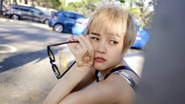 Trào lưu tóc tém của cô bạn Min Ha Ri trong phim She wass pretty vẫn còn làm mưa làm gió khá lâu. Cụ thể là Bảo Trâm từ sau khi nhuộm tóc mới cũng đã thay đổi hẳn gu ăn mặc hệt như nữ diễn viên người Hàn.