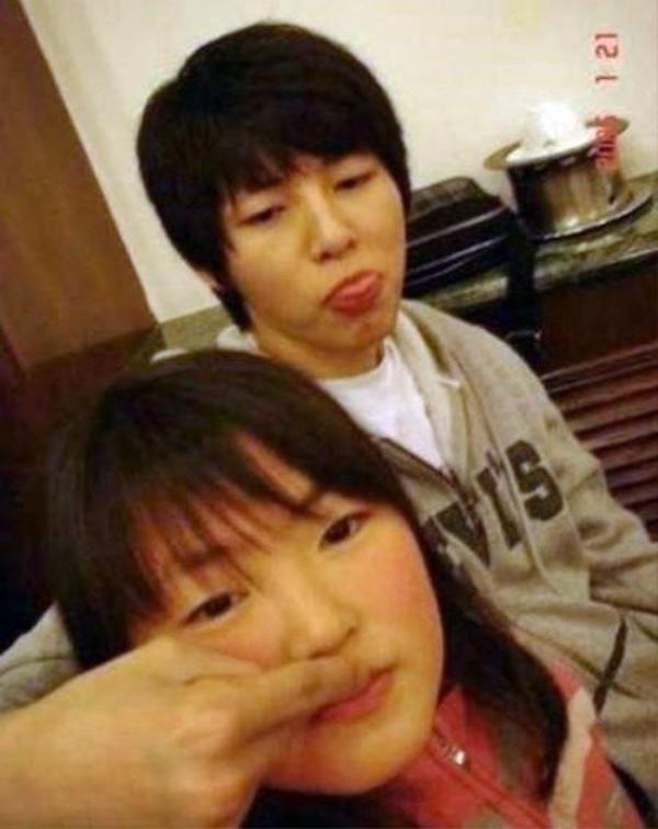Em gái Song Joong Ki bị chê gương mặt to, mũi tẹt, môi dày. Anh trai và em gái có độ khác nhau quá lớn.
