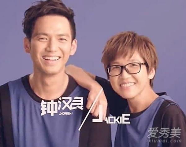 """""""Đây là em gái Chung Hán Lương - nam thần đẳng cấp sao? Thật không thể tin"""". Cô bị chê có đôi mắt nhỏ, da nhăn nheo và giống chị gái hơn là em gái."""