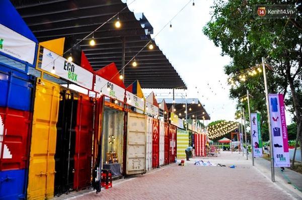 Và đây chính là hội chợ được làm từ những chiếc thùng Container hiện đang khá nổi tiếng tại Sài Gòn.