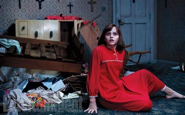 Cô bé Janet Hodgson (Madison Wolfe thủ vai) là trung tâm của sự quấy phá.