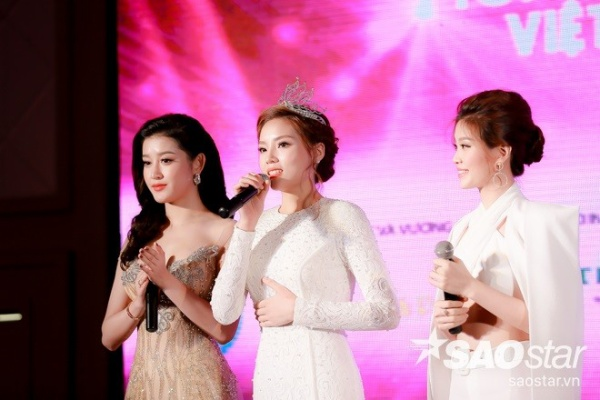 Top 3 Hoa hậu Việt Nam 2014 chia sẻ về những được mất trong hơn một năm đăng quang.
