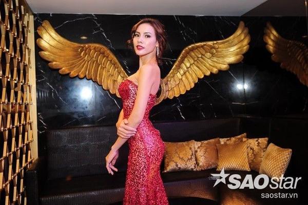 Sau ngôi Á khôi Áo dài 2014 và giải Hoa hậu được yêu thích nhất trên mạng xã hội tại Miss Supranational, người đẹp gốc Bạc Liêu vẫn giữ vững hình thể lý tưởng của mình. Cô sở hữu những đường cong cơ thể đáng mơ ước.
