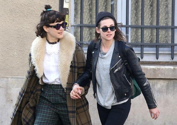 Trong khi đó, Kristen và bạn gái mới SoKo đã cặp kè được một thời gian ngắn, thường xuyên qua lại châu Âu và Mỹ.