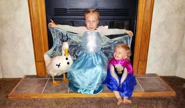 Trong ngày lễ Halloween, trong khi Kylie hóa trang thành Elsa thì Bông Tuyết vào vai Olaf (2 nhân vật trong phim hoạt hình Frozen).