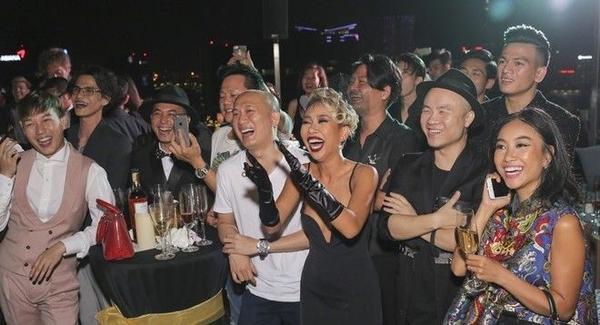Buổi tiệc có sự tham dự của các khách mời là nghệ sỹ nổi tiếng và thân thiết của Ngô Thanh Vân.