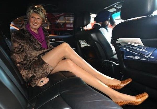 """Nếu nói đến """"người phụ nữ có đôi chân dài nhất"""" mà bất cứ siêu mẫu nào cũng phải thèm thuồng thì phải đề cập đến Svetlana Pankatova, sở hữu độ dài ngất ngây 4.4 feetm mang giày size 13, cao 6.5 feet. Không có gì ngạc nhiên khi cô chọn bóng rổ là môn thể thao giải trí của mình."""