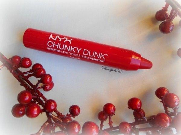 Cuối cùng, không thể thiếu màu cho đôi môi chúm chím, sản phẩm NYX Chunky Dun tông cherry đỏ là gợi ý cho các XX thích tông trang điểm tự nhiên.