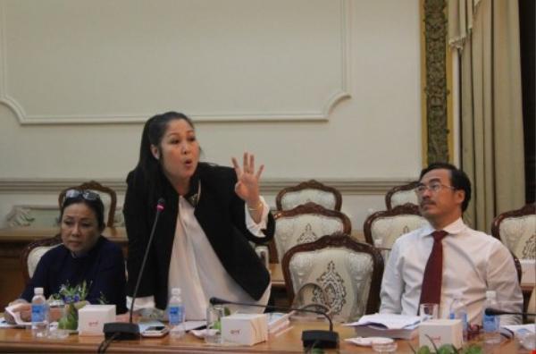 NSND Hồng Vân cho rằng Nhà nước cần có định hướng và giao việc cho các văn nghệ sĩ.
