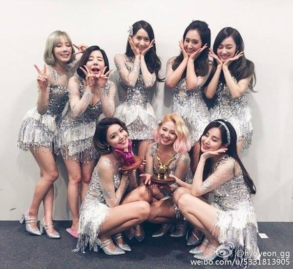 Hình ảnh mới nhất từ các cô gái, SNSD hạnh phúc 'khoe' giải thưởng từ Style Icon Asia 2016.