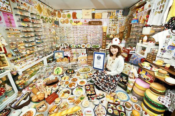 Cửa hàng bày bán đồ ăn giả bằng nhựa tại Nhật thu hút nhiều tò mò của khách du lịch và cả người dân Nhật vì độ tinh xảo y như thật.