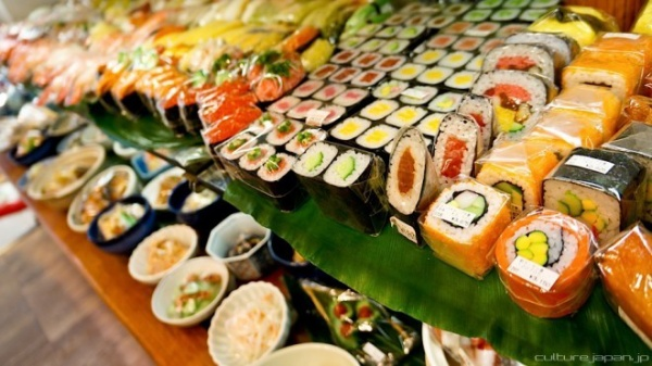 Những cuộn sushi nhỏ xinh này có giá từ 300 yên (tương đương 60.000 đồng).