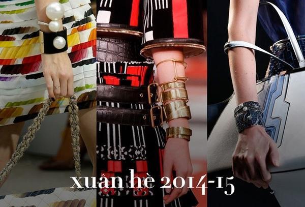 Những thiết kế trang sức kim loại mùa thu đông 2014-2015 một lần nữa đi theo xu hướng oversize với kích thước to bản và kiểu dáng độc đáo. Điển hình như vòng cổ mắt xích mặt ổ khóa của Chanel, hoa tai statement của Céline, Louis Vuitton…