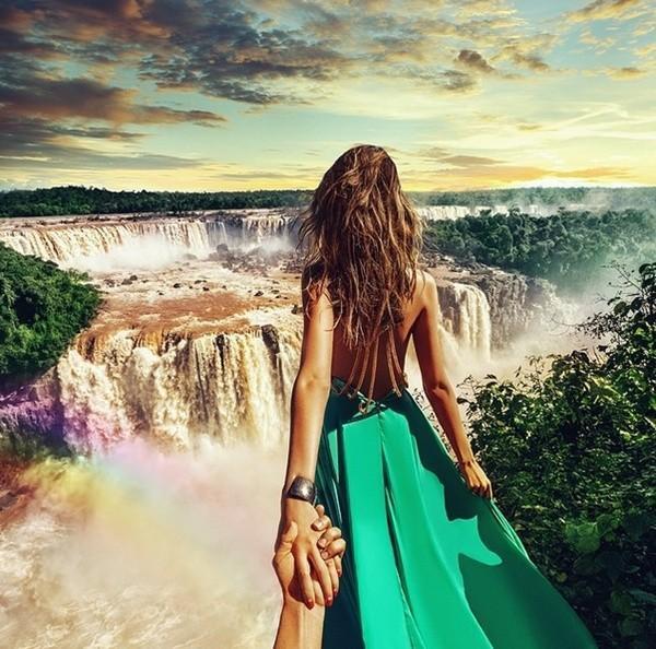 """Một bức ảnh trong series """"Nắm tay em đi khắp thế gian"""" nổi tiếng."""