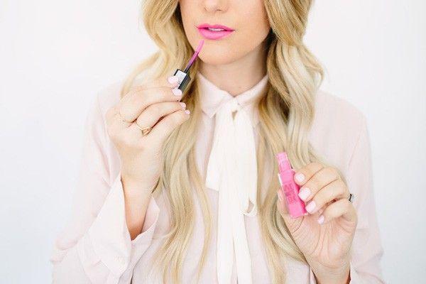 Maybelline Vivid Matte Liquid màu Electric Pink.