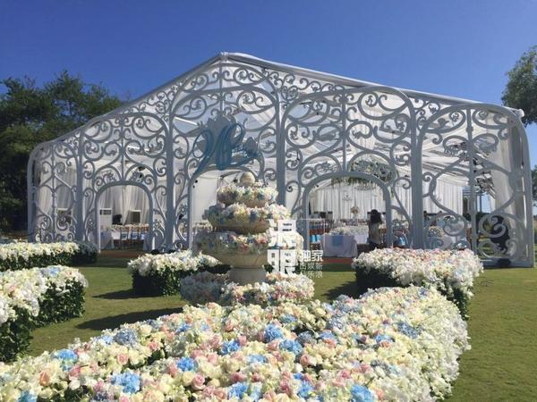 Ngô Kỳ Long thuê 6 trực thăng chở hoa cho ngày cưới.