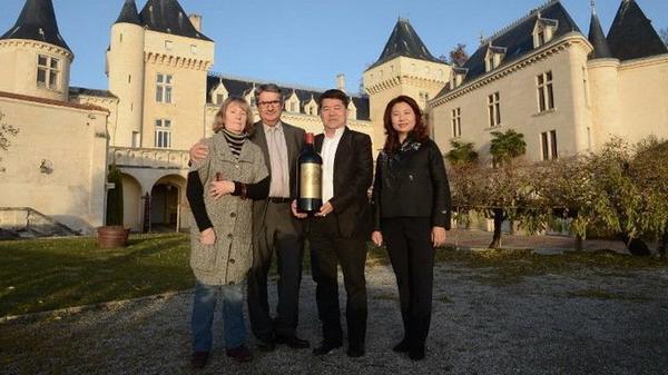 Hai người chủ của lâu đài Chateau de la Riviere đã mất tích trong tai nạn máy bay.