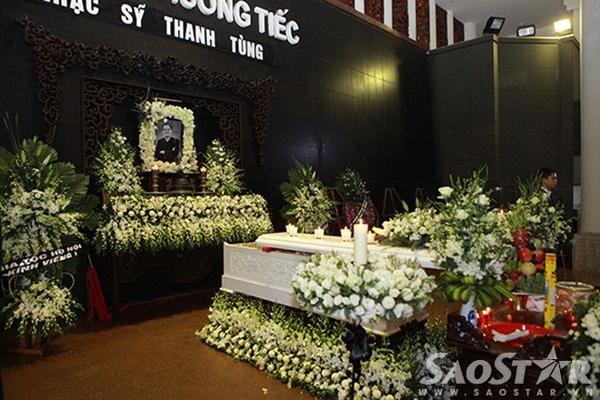 Nơi đặt linh cữu cố nhạc sĩ Thanh Tùng.
