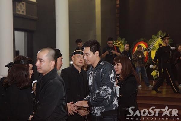 MC Phan Anh ghi số tang và gửi lời chia buồn cùng gia đình tác giả Hát với chú ve con.