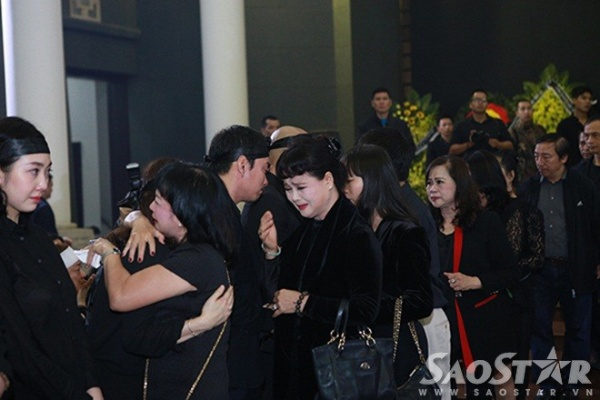 Nhiều bạn bè, đồng nghiệp khác của nhạc sĩ Thanh Tùng cũng không kìm được xúc động khi chia sẻ nỗi đau cùng gia đình ông.