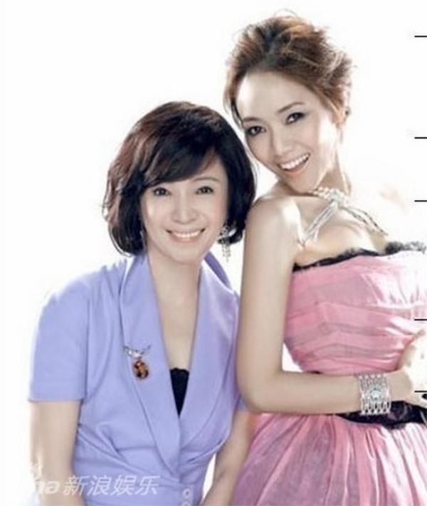 """Ngô Bội Từ thường chia sẻ cô chỉ hơn mẹ ở chiều cao. """"Nhưng mẹ đẹp hơn tôi""""."""