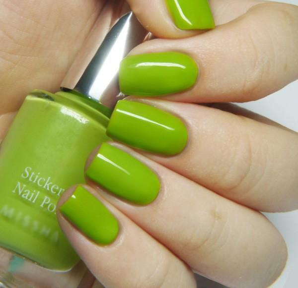 Nail sticker polish Missha giá trung bình gần 200.000 vnd/ sản phẩm.