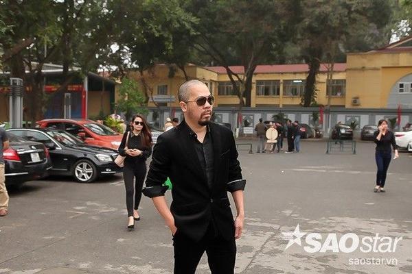 MC Thanh Vân Hugo, Quang Minh, ca sĩ Tấn Minh và NTK Đức Hùng đều không giấu được nỗi buồn khi xuất hiện tại địa đỉa tổ chức tang lễ.