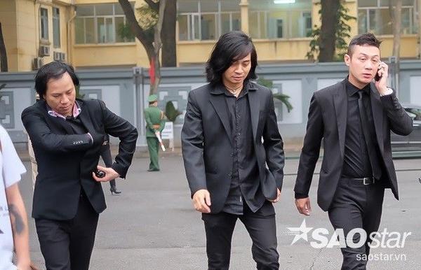 MC Anh Tuấn và các thành viên ban nhạc Bức Tường là những người đứng ra giúp gia đình Trần Lập tổ chức tang lễ.